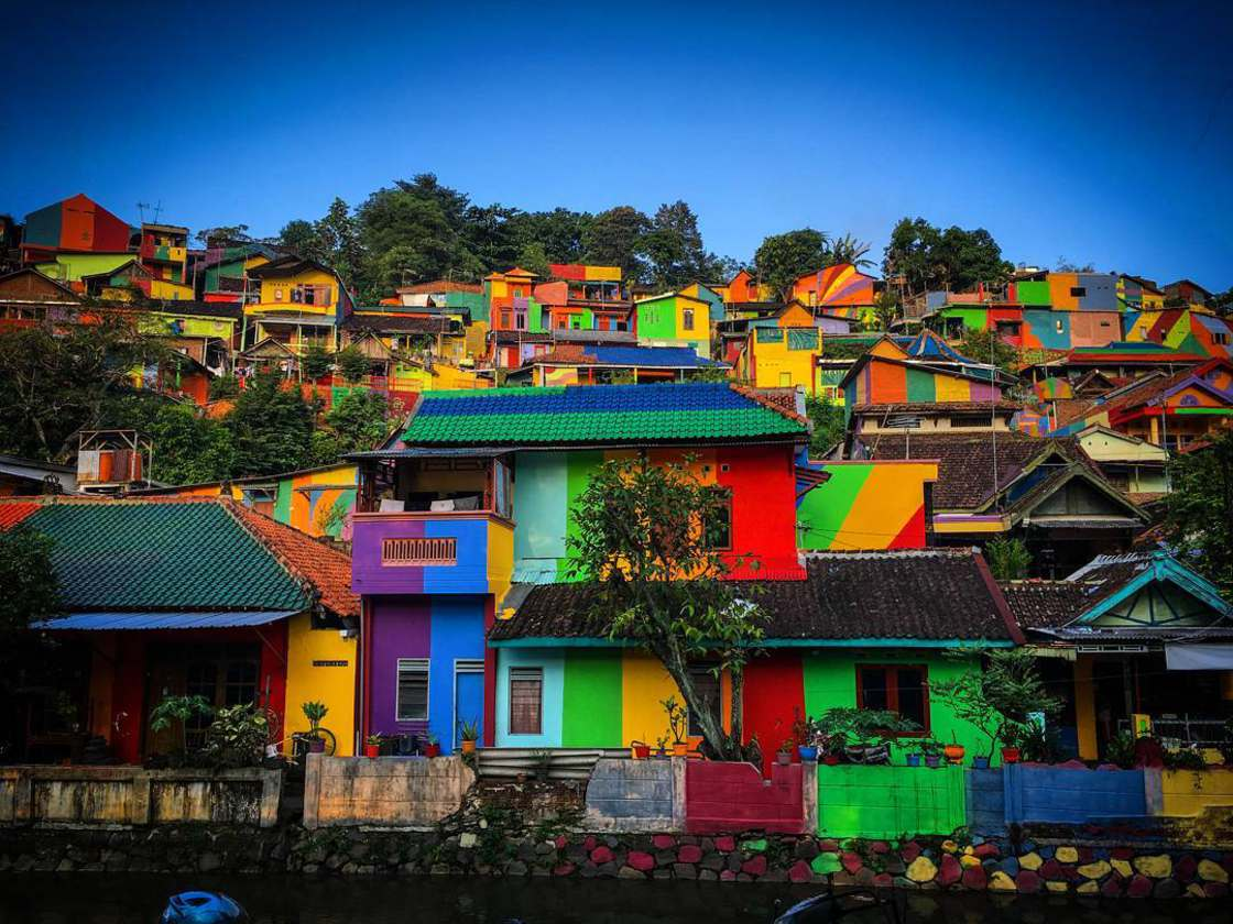 Rainbow Village - They painted the 232 houses of a small village!