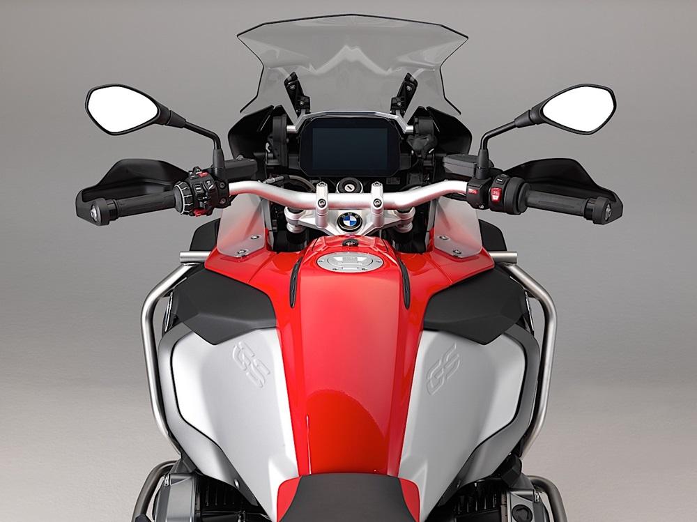 Компания BMW Motorrad разработала новую 6.5-дюймовую приборку для туристических моделей