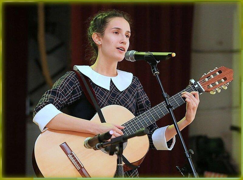 Девушка с гитарой.jpg