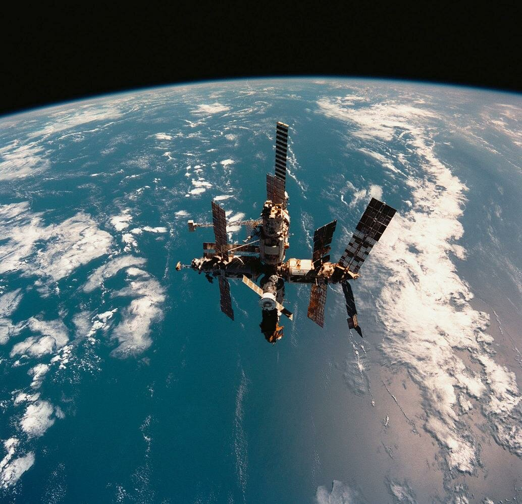 MIR STATION SPENDS ITS LAST DAYS IN SPACE