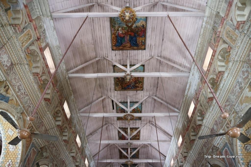 Внутреннее убранство базилики Санта Круз в Кочи