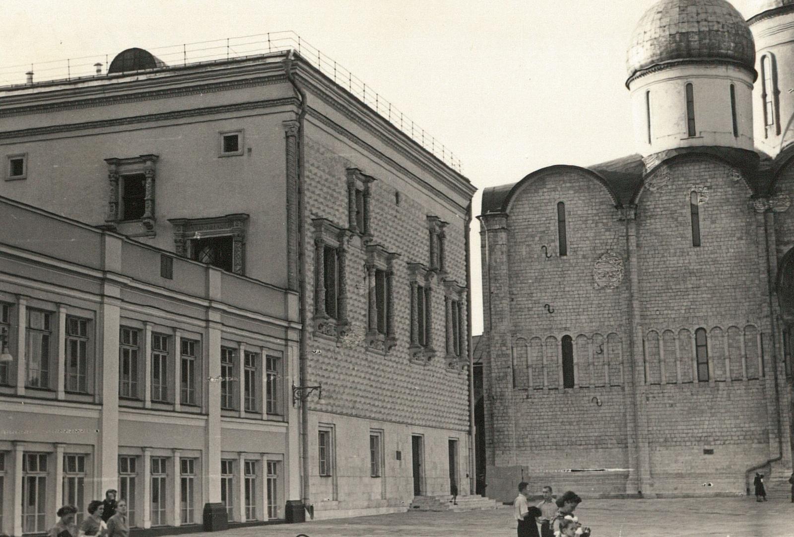 Кремль. Соборная площадь. Грановитая палата и Успенский собор
