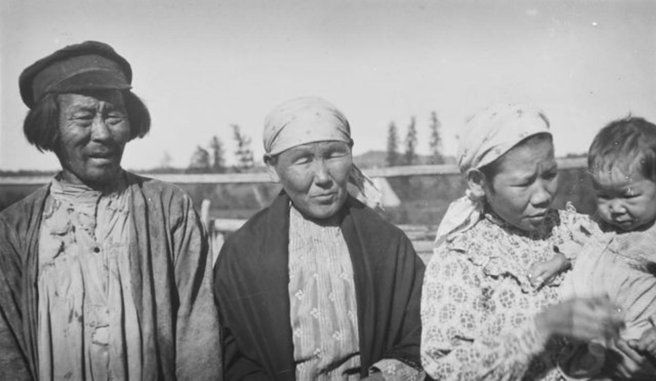 Отец Егора, а также его жена, сын, жена и внук