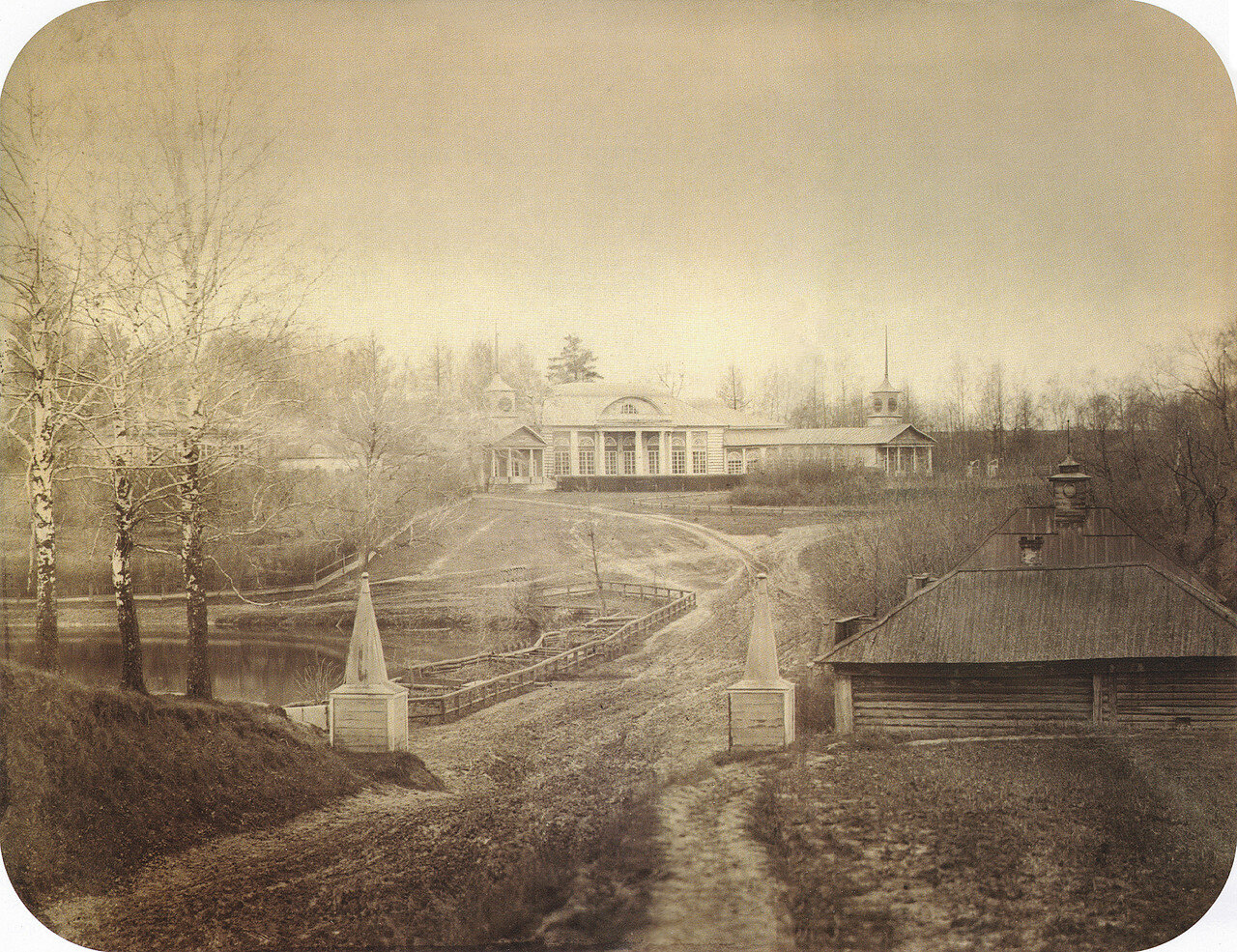 Въезд в усадьбу. Вид на плотину большого пруда и парадный фасад господского дома. 2-я пол. 1860-х.