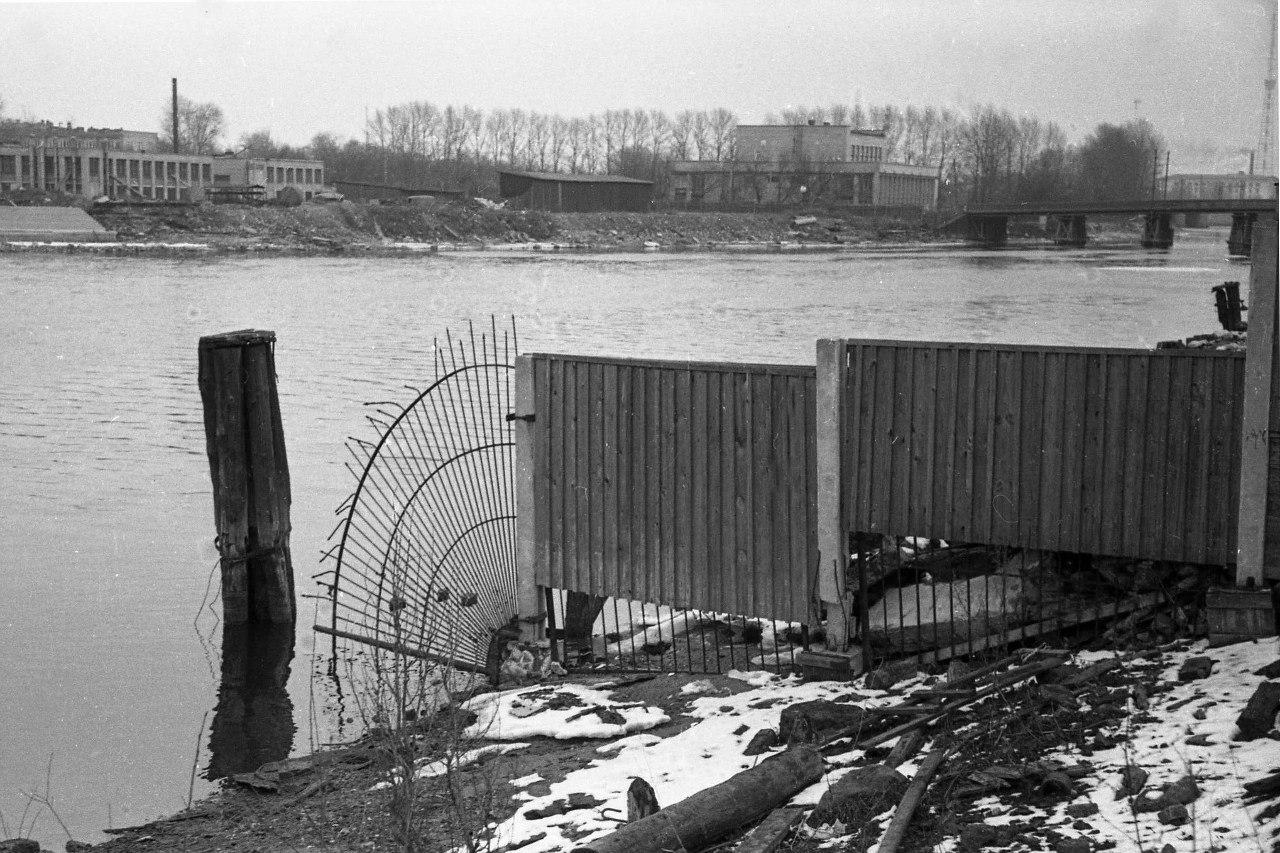 Вид на Лазаревский мост с территории завода «Вулкан»