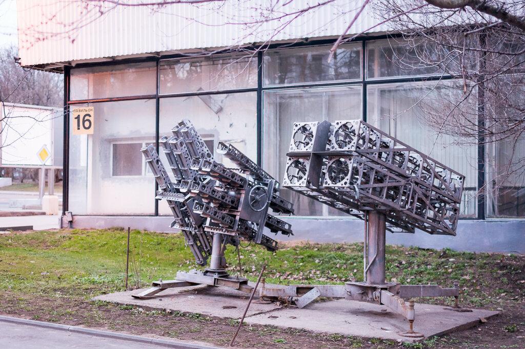 ВДНХ. Пушки для разгона дождевых туч - единственный экспонат, сохранившийся возле павильона «Гидрометеорология»