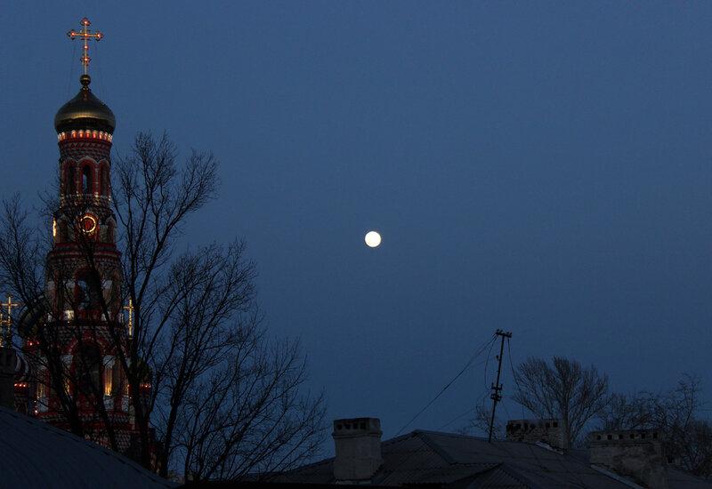 Восход полной луны. 4 марта 2015 года