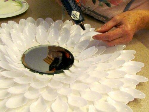 Хризантемы из пластиковых ложек