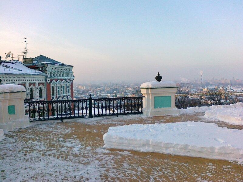 Площадка перед входом в Андреевскую церковь