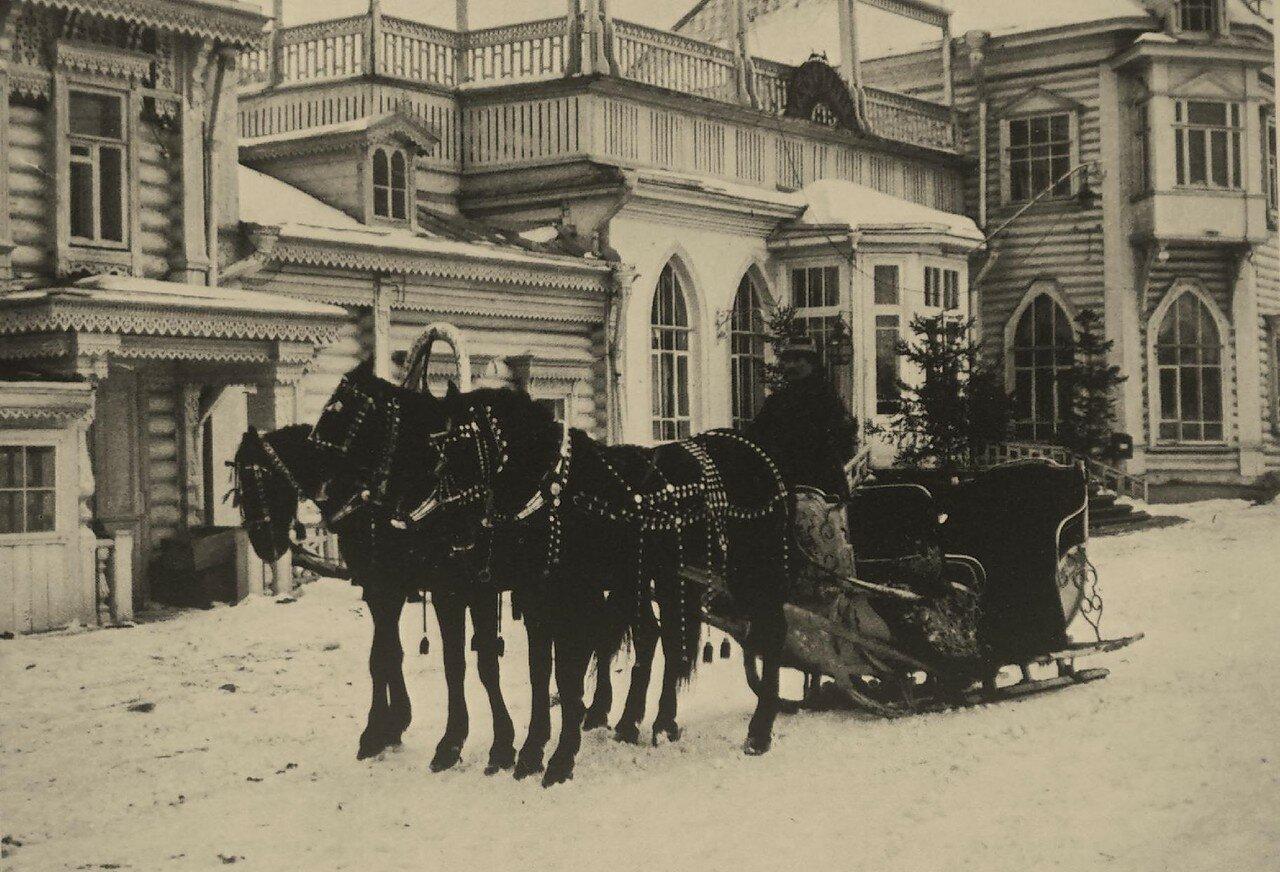 227. Ресторан Крынкина. Богатый экипаж у входа.1904