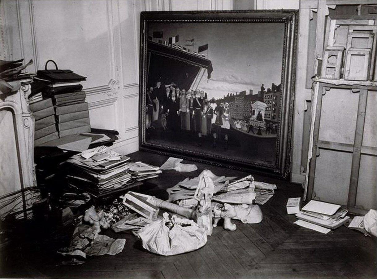1932. Угол студии Пикассо на улице Ля Боэти с картиной Анри Руссо