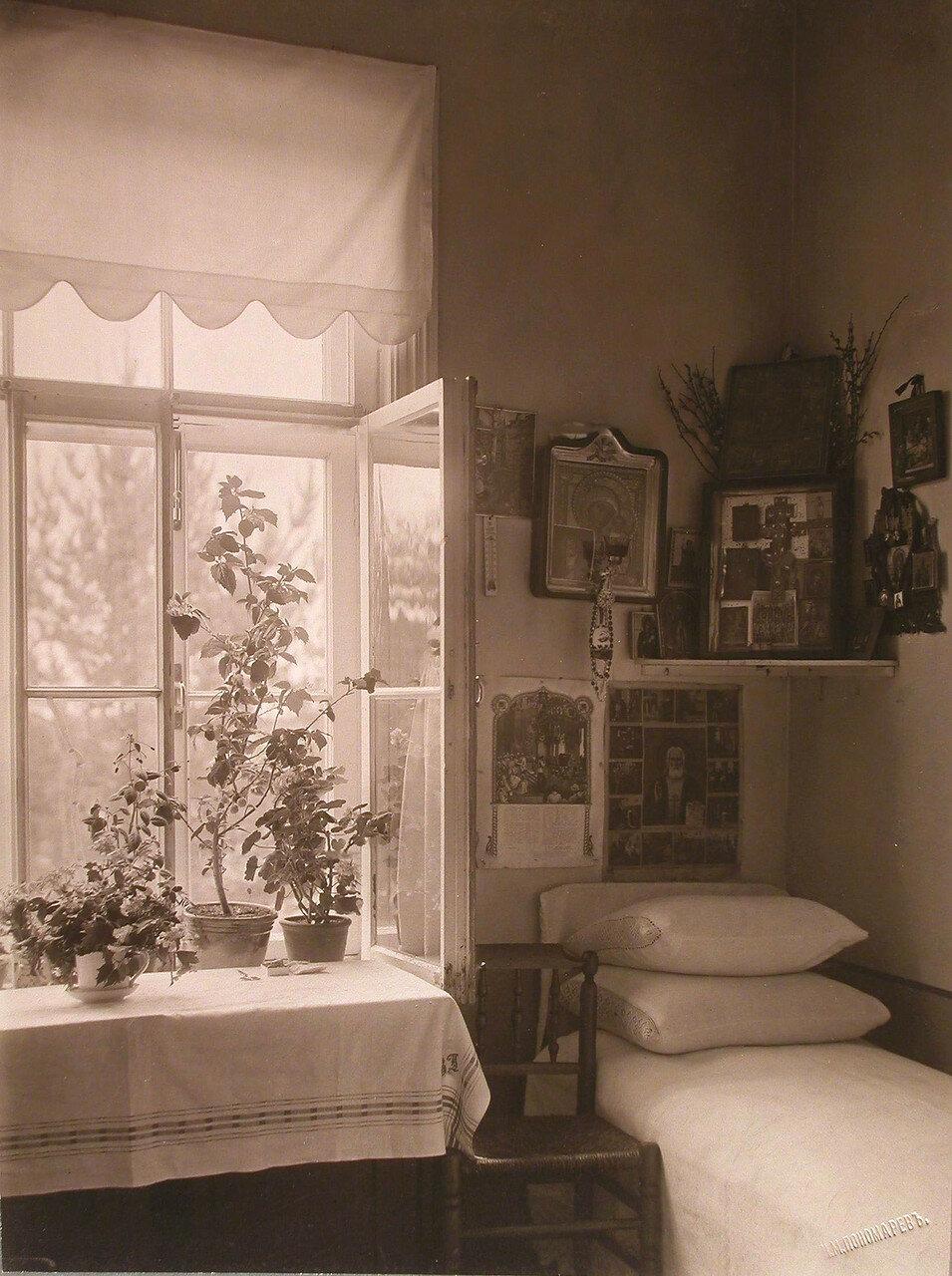 46. Вид части одной из комнат для призреваемых в богадельне
