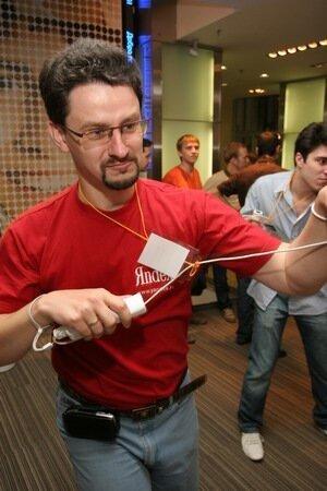 Антон Попов боксирует на Wii