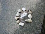 Камешки на могиле Эдит Пиаф
