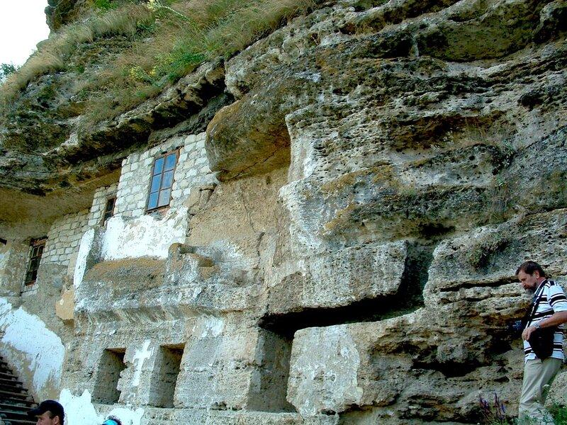 Монастырь в скалах. Молдова