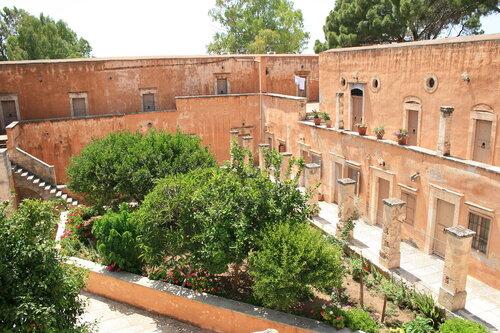 Монастырский двор Агиа Триада