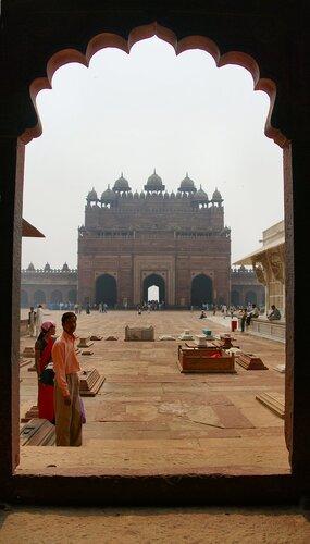 Вид на величайшие ворота в мире - Буланд Дарваза