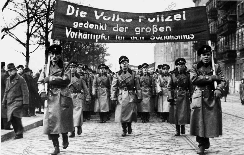 Volkspolizei, um 1950 - People's Police, circa 1950 - Loi : police.