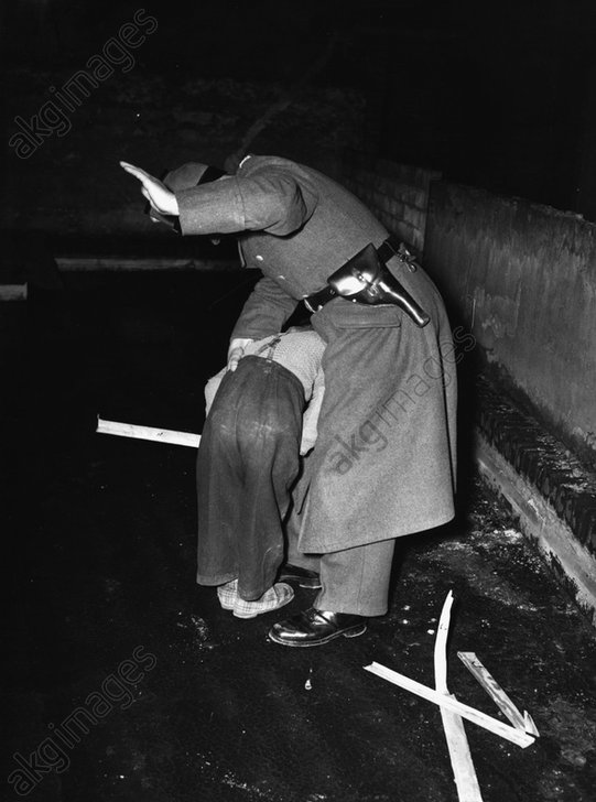 Berlin,Schutzpolizist bestraft kl.Dieb - -