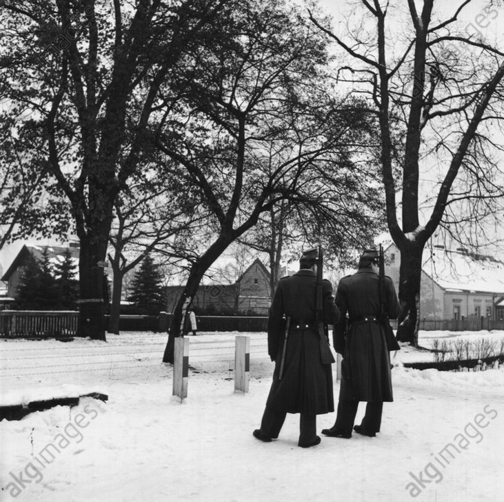 Sektorengrenze /Frohnau / Polizei 1952 - Police at sector border / Berlin / 1952 -