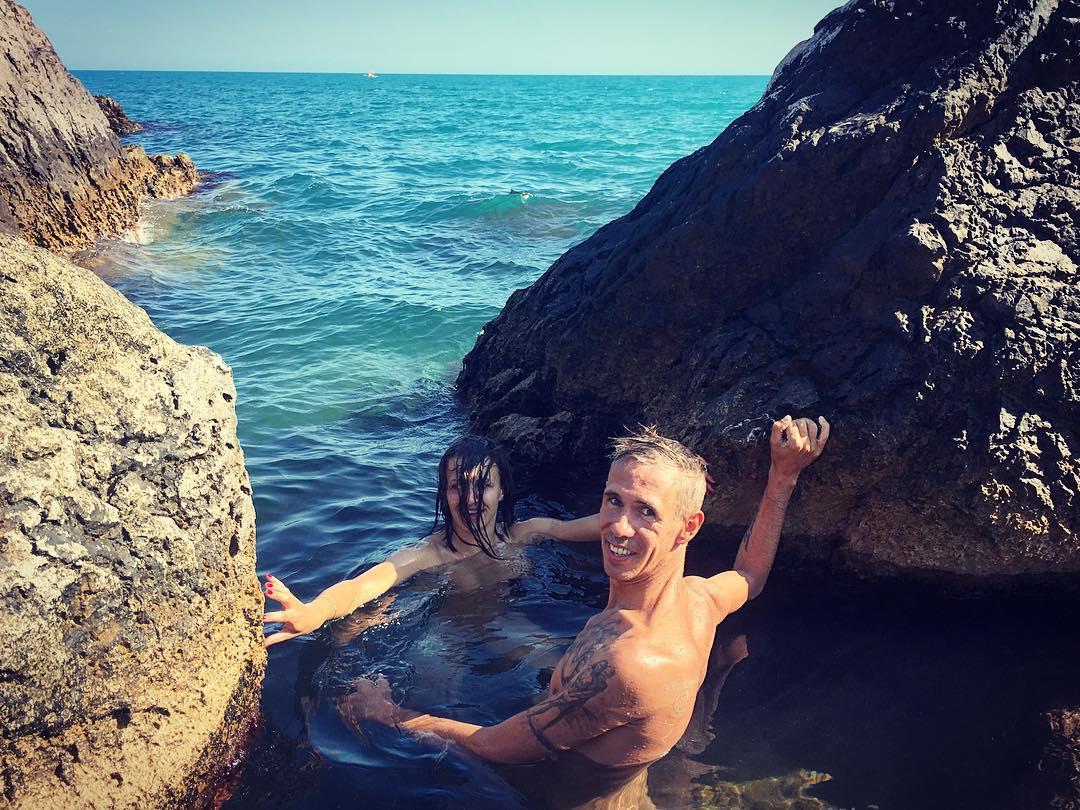 Панин купается голышом с новой возлюбленной