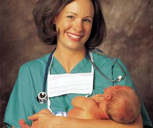 5 мая Международный день акушерки. Акушер с новорожденым