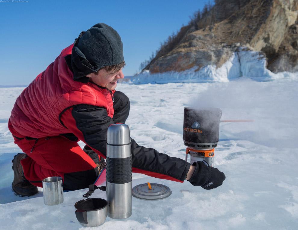 Байкал всегда чудесен, даже когда лёд стал таять. Бирюза местами пробивается, и льдинки россыпь