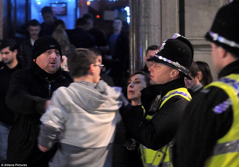Полиция работает в команде с охраной клуба, Суонси.