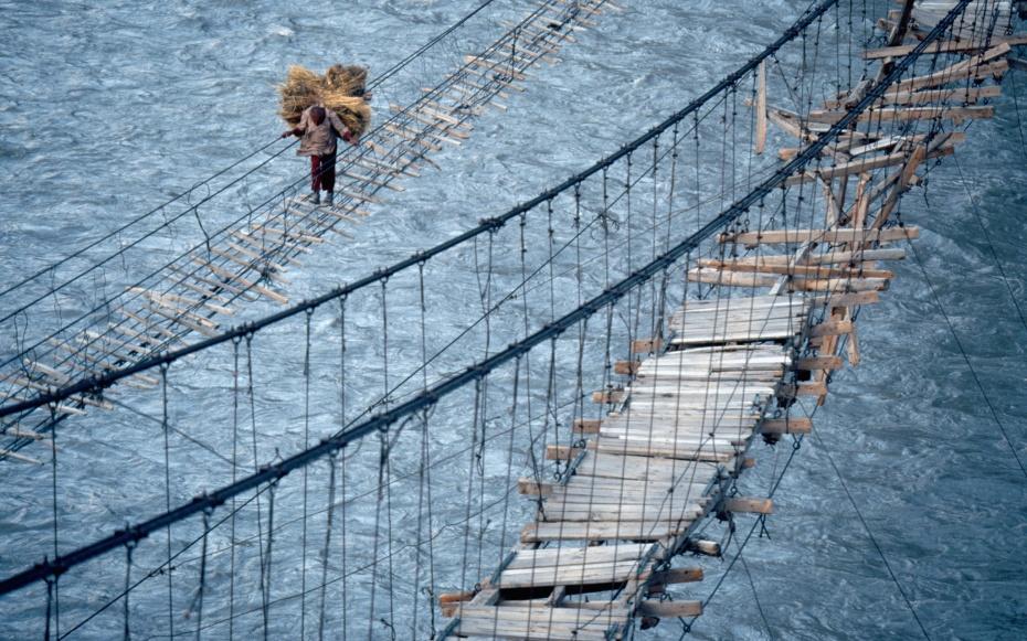 Foot BridgesFoot Bridges — мост, который больше похож на игрушечный. Надежности в нем не больше,