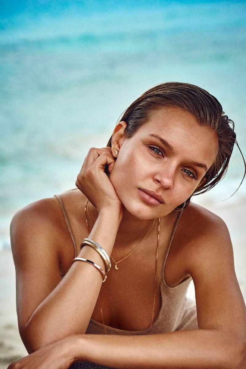 Жозефин Скривер в рекламе Pilgrim Jewellery