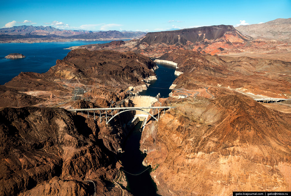 18. Плотина Гувера (Hoover Dam).  Дамба была построена в 1931—1936 годах и по тогдашне