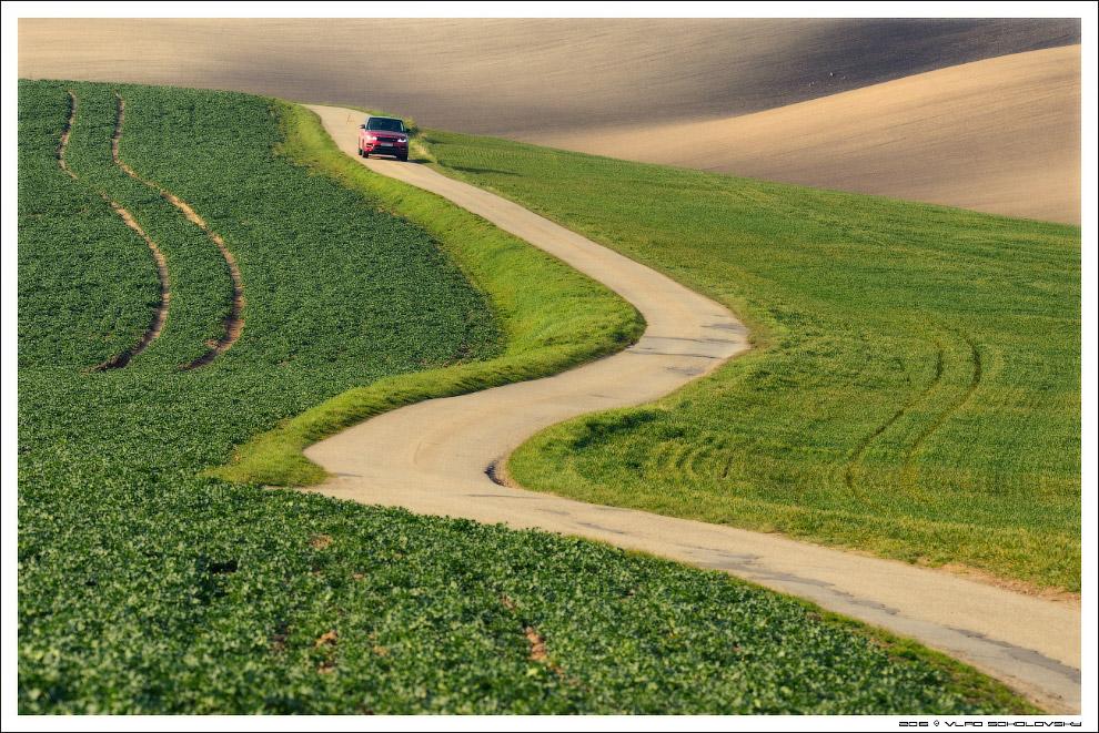 15. Распаханная земля различных оттенков так же придает своеобразный колорит местности.
