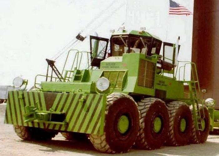 Этот самый большой в мире колесный бульдозер, был выпущен в США (штат Колорадо) в 1970г. Его масса с