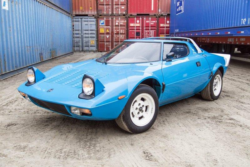 Это автомобиль образца 1975 года с пробегом 12,7 тысячи километров, который, по словам владельца, на