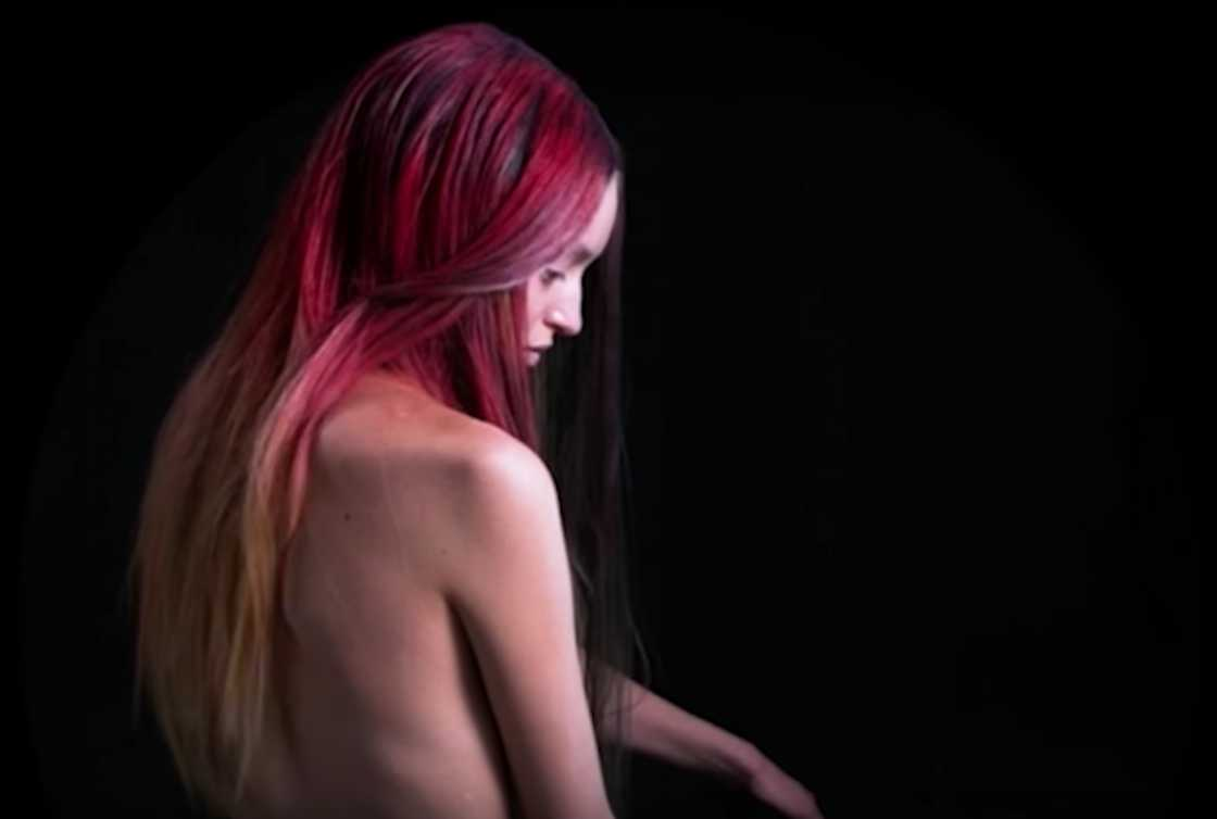 FIRE - The first hair coloring that changes color!