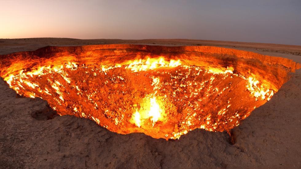 The Entry to Hell / Tormod Sandtorv / Natural gas field in Derweze, Turkmenistan