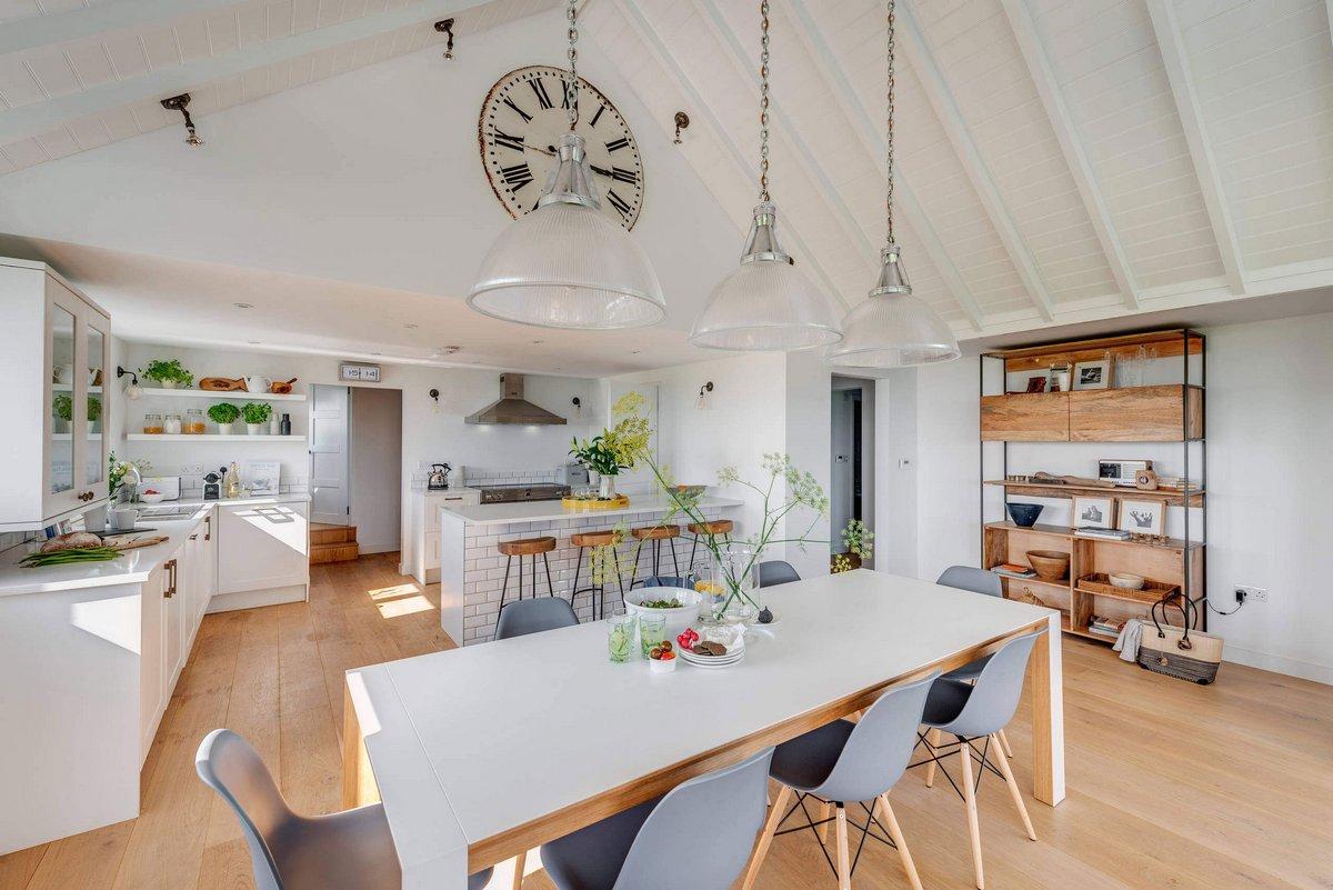 гостиная с кухней в частном доме