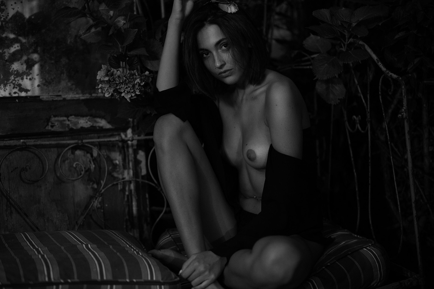 Эрика Альбонетти / Erika Albonetti nude by Peter Coulson - NU Expo