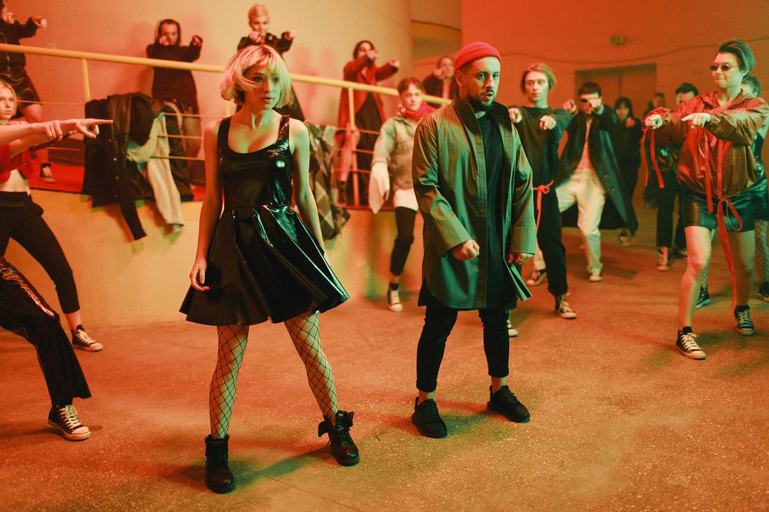 Впервый раз MONATIK презентовал короткометражный танцевальный блокбастер