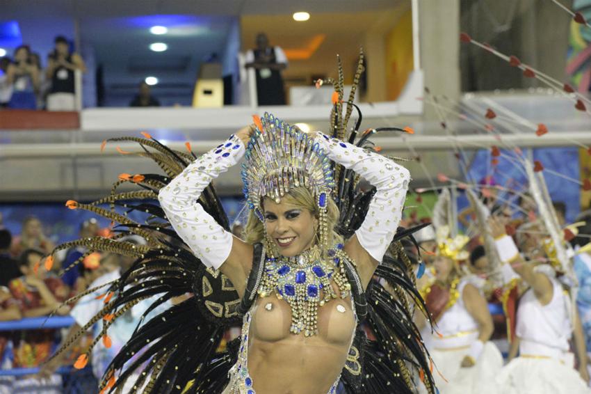 Откровенное видео бразильского карнавала — photo 3