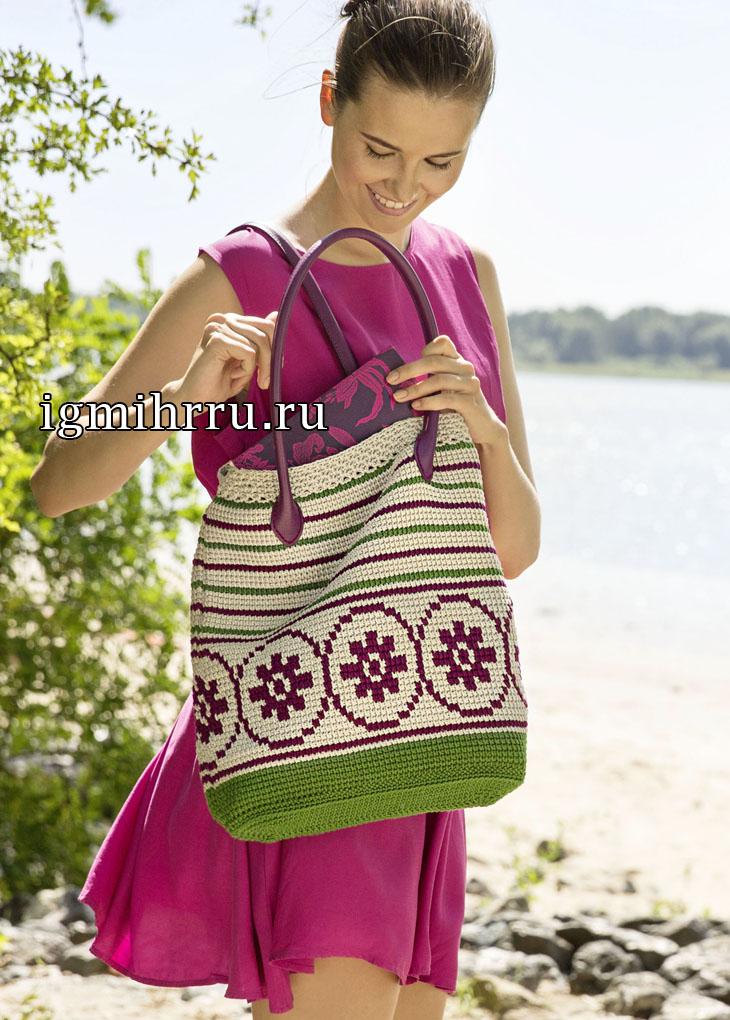 Вместительная сумка с полосками и жаккардовым бордюром. Вязание крючком