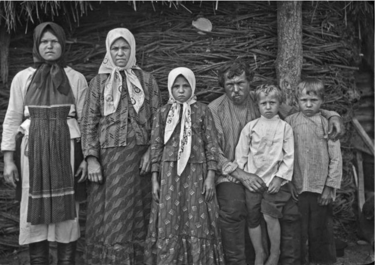 Семья Андрея (неразборчивая фамилия)