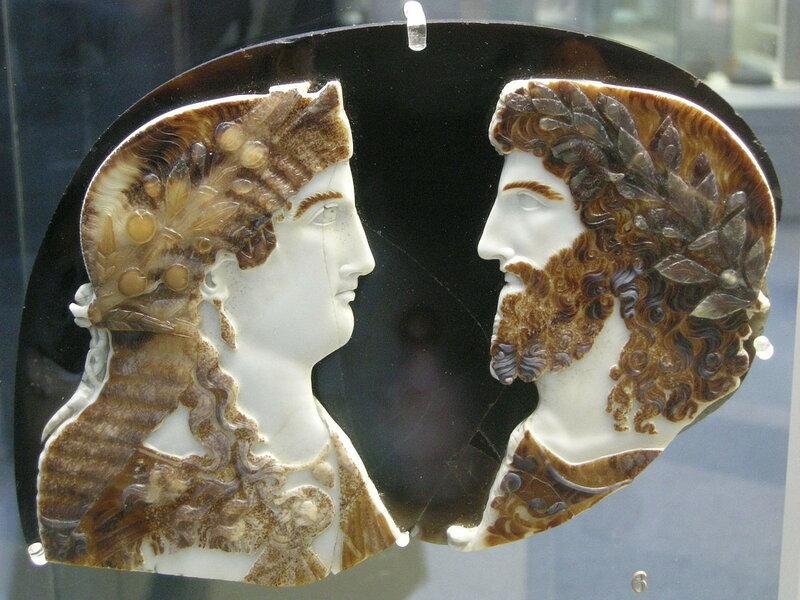 1280px-Arte_romana,_cameo_in_sardonice_con_due_mebri_della_famiglia_imperiale_come_giove_ammone_e_giunone_(o_iside),_37-50_dc.JPG