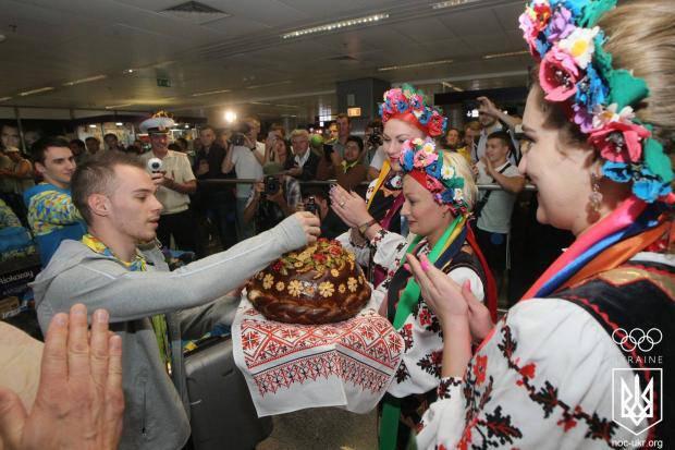 Шампанским и оркестром: В НОК показали, как встречали олимпийского чемпиона Верняева в Киеве (фото, видео)