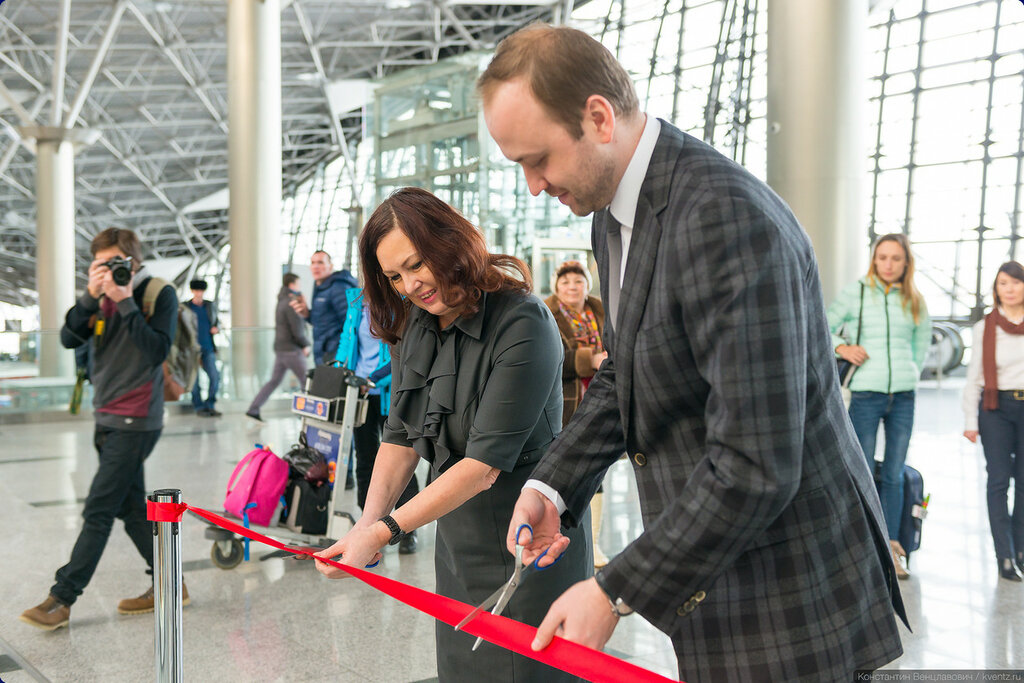 Выставка открылась традиционным перерезанием красной ленточки