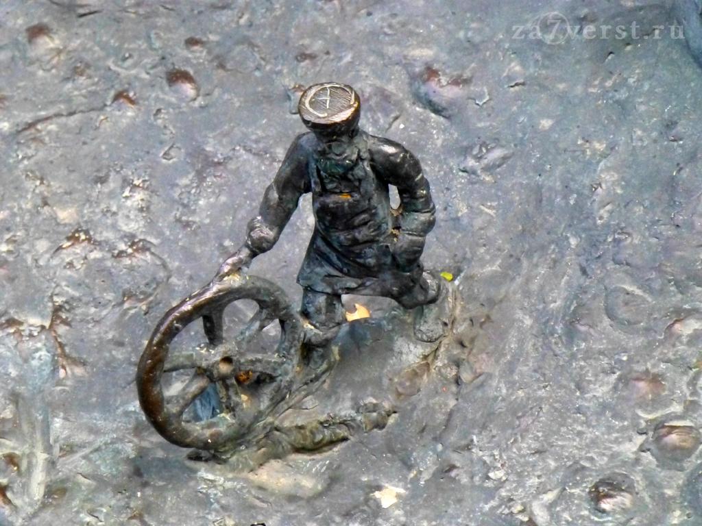 Краснодар, Фонтан, мужик с колесом