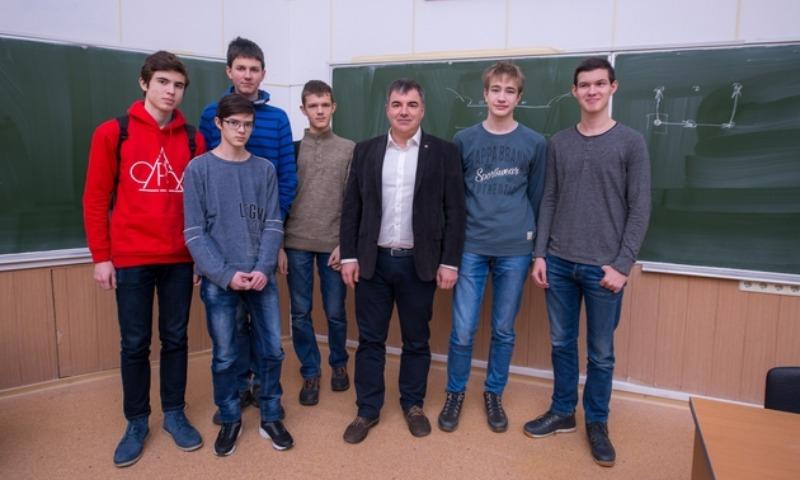 Воспитанники образовательного центра Сочи победили намеждународной научной олимпиаде
