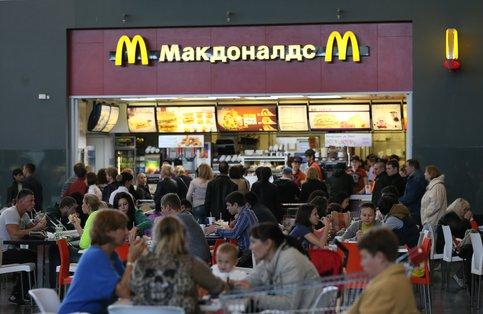 Роспотребнадзор начал проверять McDonald's и«Перекресток» в Москве