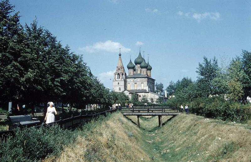 Окна храма успели заколотить досками! Храм Михаила Архангела в 1959 году: