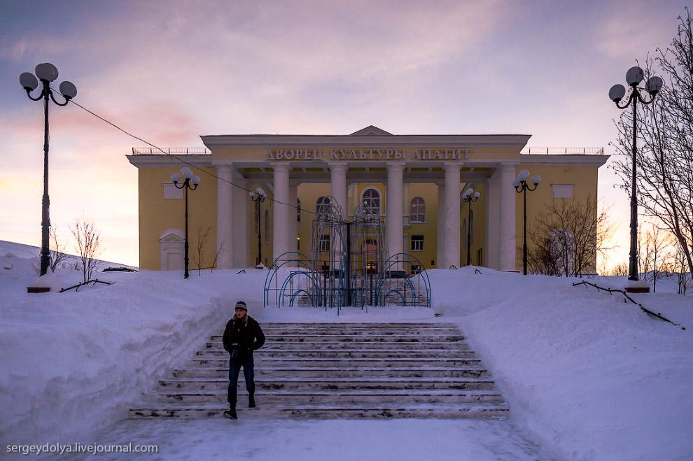 22. От него открывается вид на весь Кировск. Обратите внимание на количество снега: